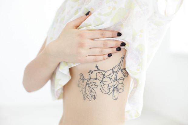 На игле: Пять девушек рассказывают о своих татуировках. Изображение №21.