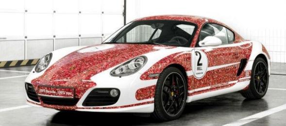 Porsche раскрасили автомобиль портретами подписчиков в Facebook. Изображение № 1.