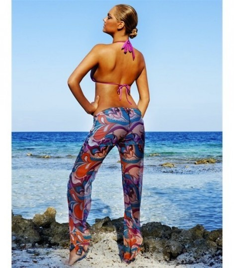Модель Кейт Аптон снялась в рекламе купальников марки Beach Bunny . Изображение № 1.