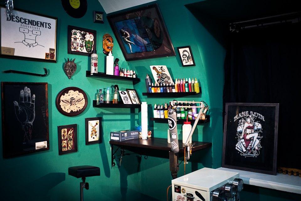 Бьет — значит любит: Старейшие татуировщики Москвы и их лучшие работы. Изображение № 8.