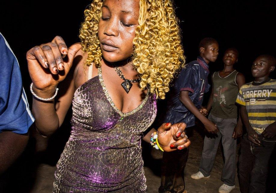 Мы хотим танцевать: Как выглядит сельская дискотека в Африке. Изображение № 7.