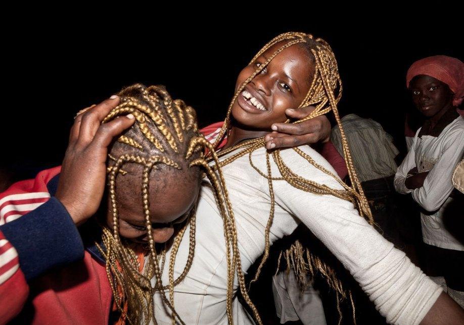 Мы хотим танцевать: Как выглядит сельская дискотека в Африке. Изображение № 1.