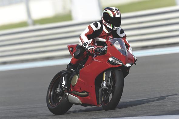 Первые испытания мотоцикла Ducati Panigale. Изображение № 1.