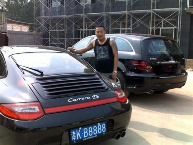 Китайский бандит потерял телефон с коллекцией личных фото: смотрим и обсуждаем. Изображение № 11.