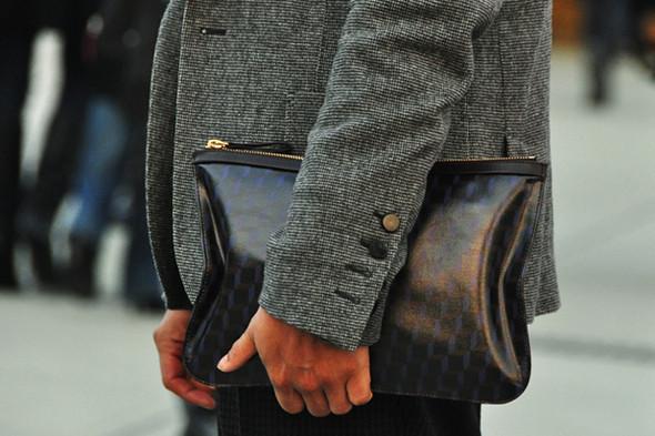 Изображение 25. Шарфы, клатчи, клетчатые пиджаки и подвернутые джинсы.. Изображение № 55.