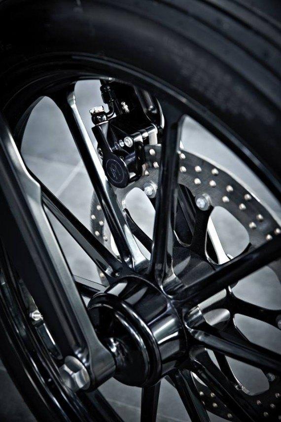 Мастерская  Rough Crafts представила кастомный мотоцикл на базе Harley-Davidson. Изображение № 8.