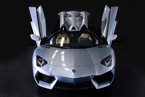 Lamborghini представили юбилейный суперкар Veneno. Изображение № 10.