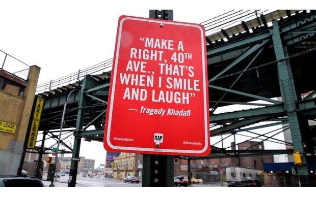 Нью-йоркский художник Джей Шеллс крепит к столбам таблички с рэп-цитатами. Изображение № 9.