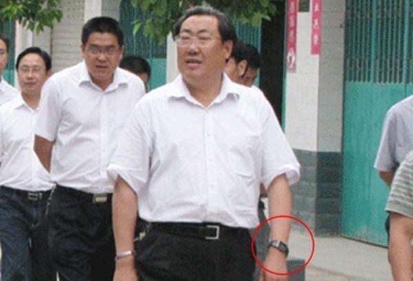 В Китае взятки дорогими часами достигли катастрофических масштабов. Изображение № 4.