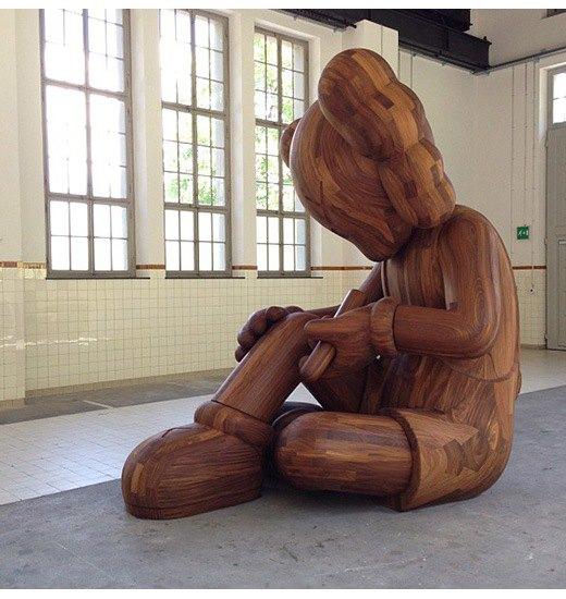 Художник Kaws создал огромную деревянную скульптуру. Изображение № 2.