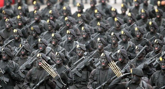 В ужасной форме: 7 видов военной экипировки, способной запугать до смерти. Изображение № 1.