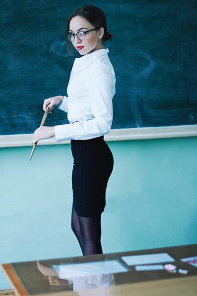 Изображение 9. Классические формы: учительница.. Изображение № 6.