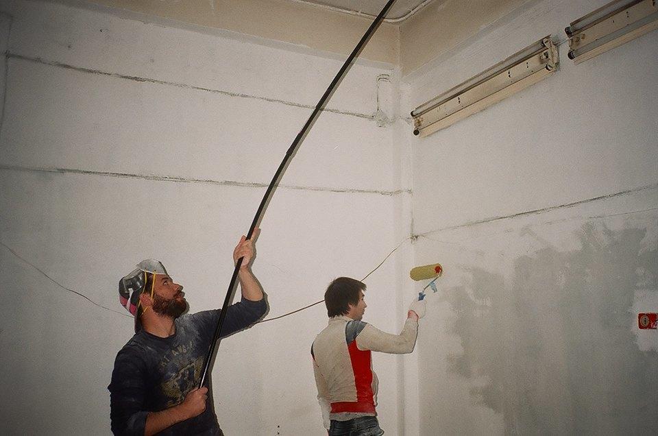 Фоторепортаж: Как мы сделали ремонт в мастерской силами редакции. Изображение № 4.
