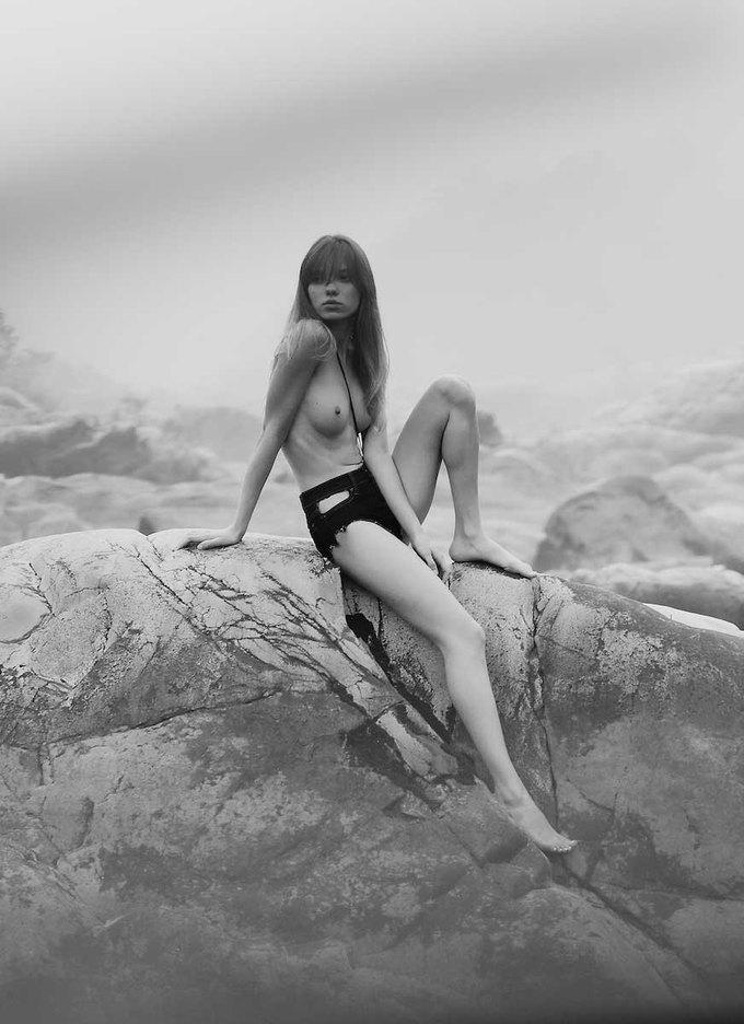 Аттилио Д'Агостино сфотографировал Светлану Клак для нового номера журнала Polanski. Изображение № 17.