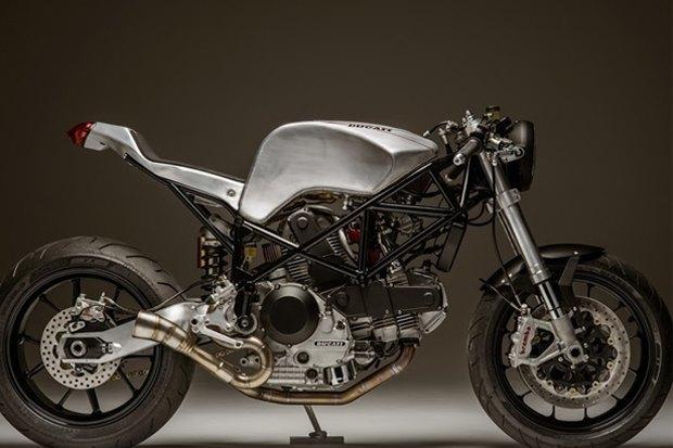 Основатель Atom Bomb Custom Motorcycles практически вручную собрал кастом на основе Ducati 900SS. Изображение № 1.