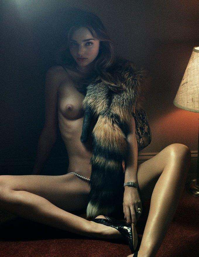 «Ангелы» Victoria's Secret снялись обнажёнными для журнала Interview. Изображение № 1.