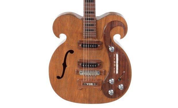 Гитара The Beatles необычной формы выставлена на аукцион. Изображение № 2.