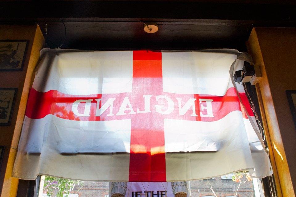 Фоторепортаж: Как устроены фанатские пабы Лондона. Изображение № 67.
