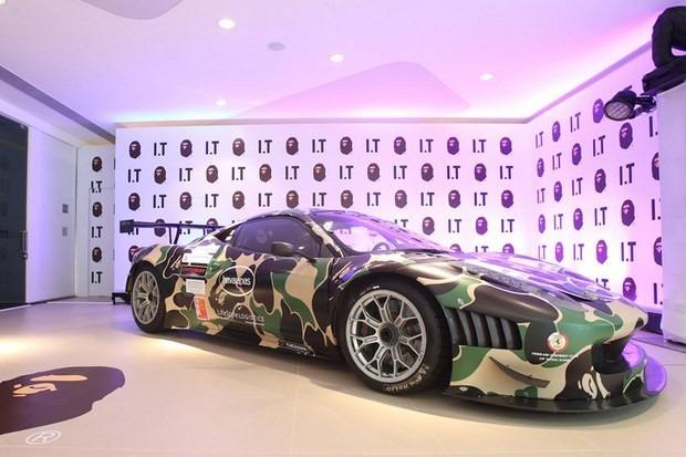 Ferrari совместно с маркой A Bathing Ape представили камуфляжную версию своего суперкара. Изображение № 10.