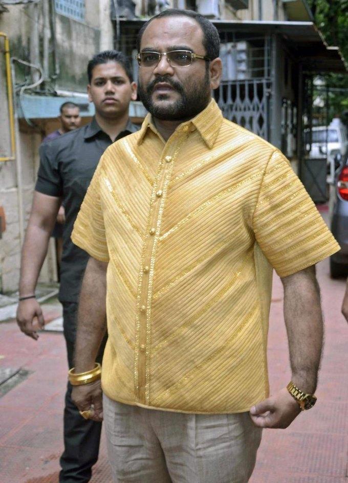 Для индийского бизнесмена сшили золотую рубашку ценой 200 тысяч долларов. Изображение № 1.