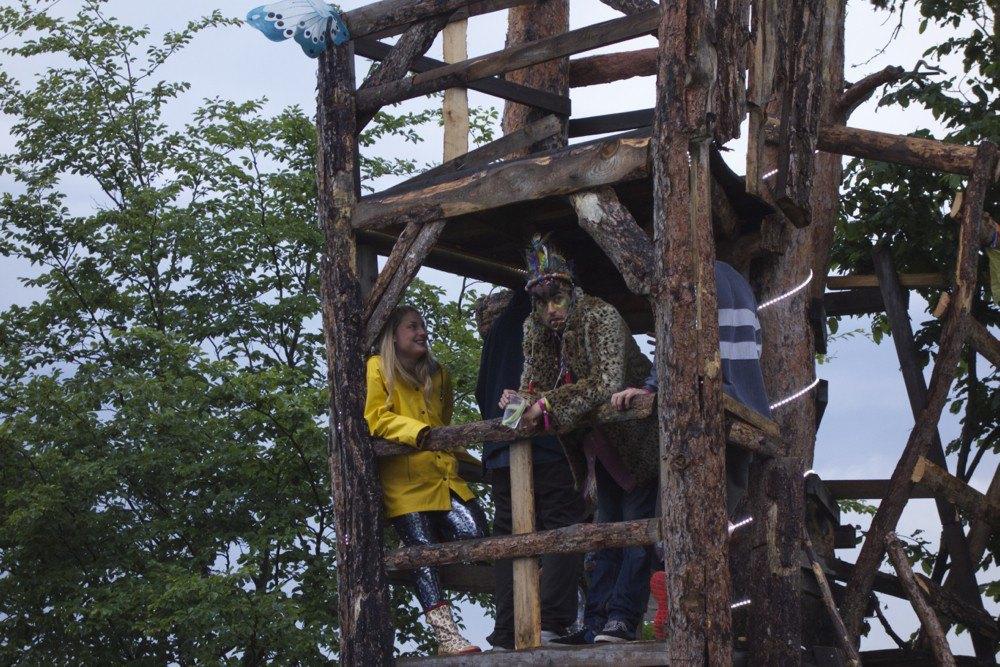 Фотопроект: Как британцы бегут от цивилизации на фестиваль в лесах Болгарии. Изображение № 4.