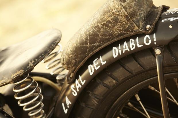 Мастерская El Solitario выпустила боббер на основе Triumph T120R . Изображение № 7.