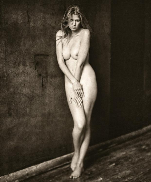 Модель Лара Стоун снялась у фотографа Паоло Роверси. Изображение № 10.