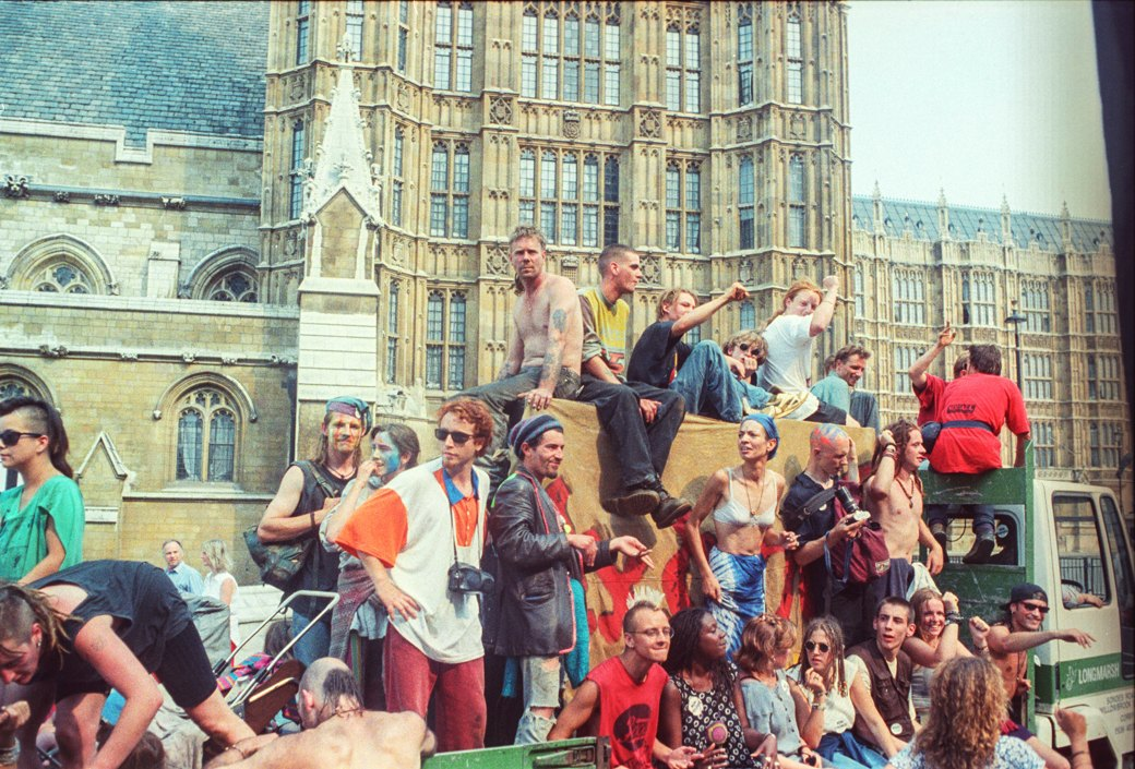 C рейва на митинг: Фотохроника британских free parties и попыток отстоять их перед властями. Изображение № 13.