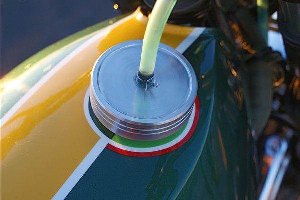 Итальянская мастерская Extemporae представила скрэмблер на базе Suzuki DR650. Изображение № 3.