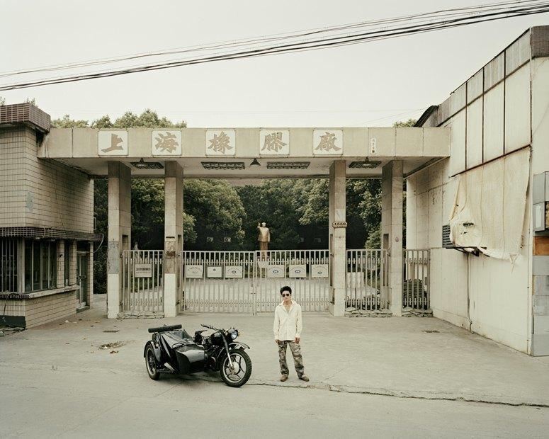 В люльке: Владельцы мотоциклов с колясками на фоне пейзажей Шанхая. Изображение № 12.