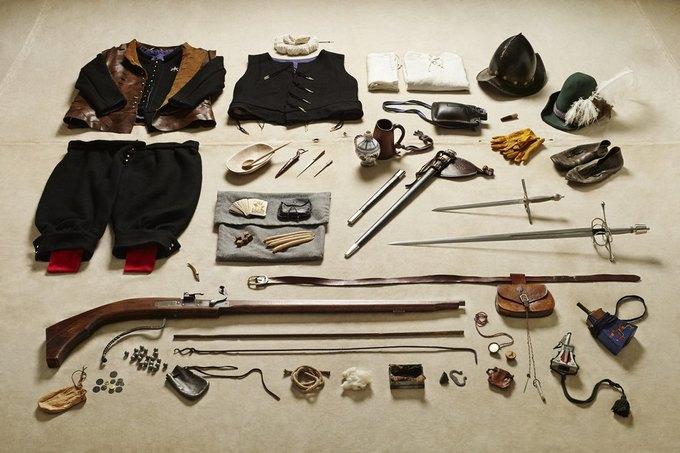 Британец сфотографировал всё военное снаряжение начиная с XI века. Изображение № 5.