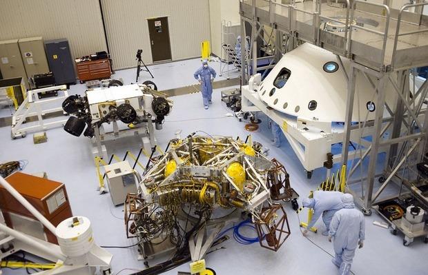 Самый большой в истории марсоход Curiosity приземлился на Марс. Изображение № 4.