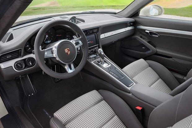 Porsche представили юбилейную версию легендарного спорткара 911. Изображение № 9.