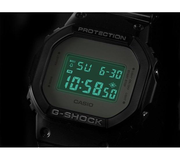 Компании Medicom Toy и Casio выпустили юбилейную модель часов G-Shock. Изображение № 5.