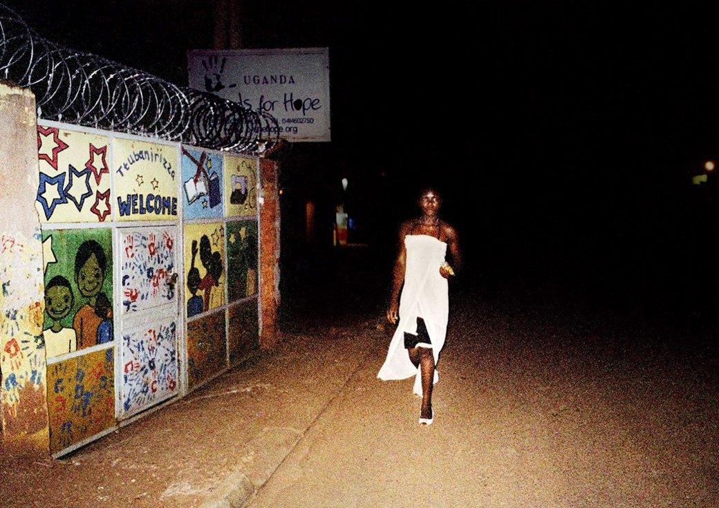 Сутенёры, лучники и золотая молодёжь: Фоторепортаж о ночной жизни в Уганде. Изображение № 13.