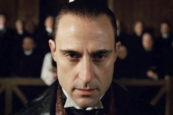 Марк Стронг в фильме «Шерлок Холмс». Изображение №40.