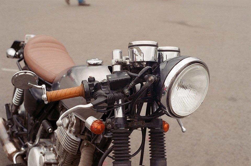 Фоторепортаж с гонки кастомных мотоциклов Nuts & Bolts. Изображение № 13.