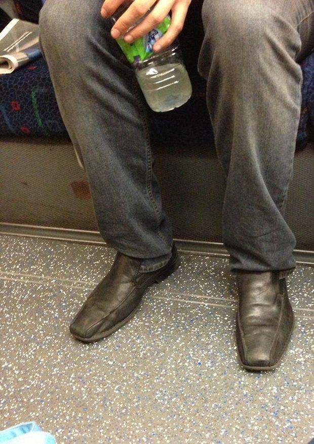 Jeans and Sheuxsss: Еженедельные обзоры худших сочетаний обуви и джинсов. Изображение № 8.