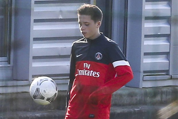 Сын Дэвида Бекхэма Бруклин стал футболистом «Арсенала». Изображение № 1.