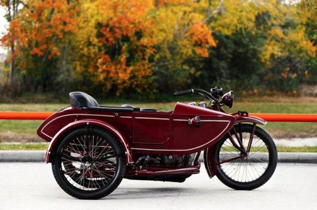 На аукционе Bonhams выставлен на продажу мотоцикл Стива Маккуина Indian Big Chief 1923 года. Изображение № 2.