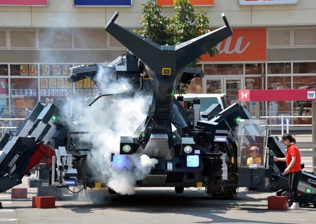 Японец создал робота-жука размером с танк. Изображение № 1.