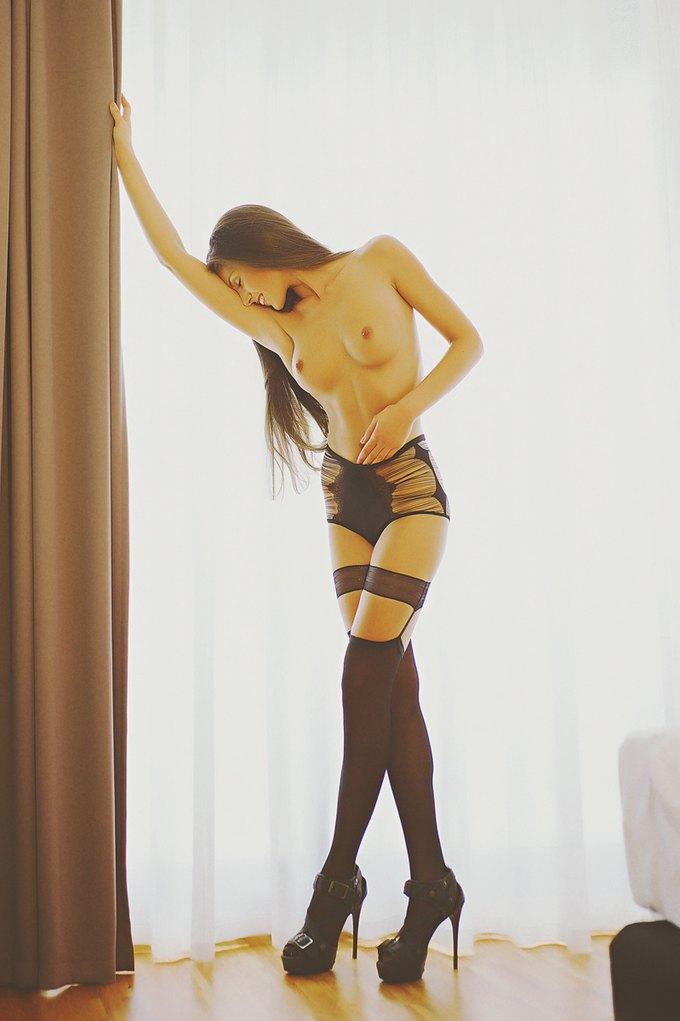 Модель Делая Тудос снялась у фотографа Вали Барбулеску. Изображение № 1.
