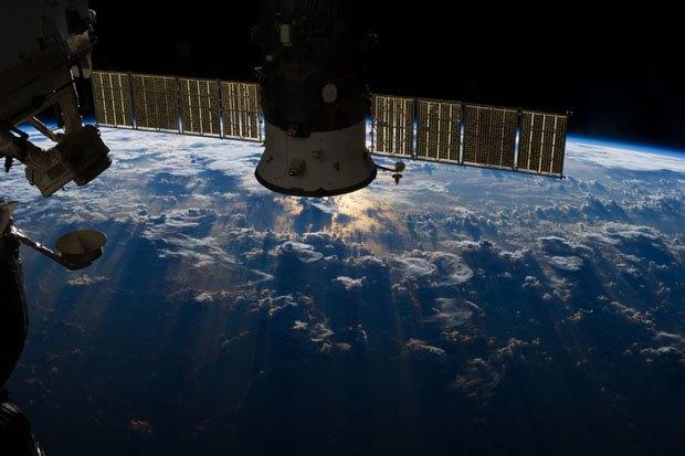 NASA опубликовало фотосессию, вдохновленную фильмом «Гравитация». Изображение № 7.