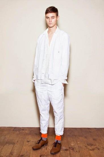 Марка Undercover опубликовала лукбук весенней коллекции одежды. Изображение № 25.