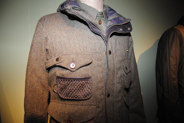 Куртка шерстяная, карман — рыбацкий, специально для крючков. Хотя кто-нибудь наверняка положит в него шелковый платок.. Изображение № 2.