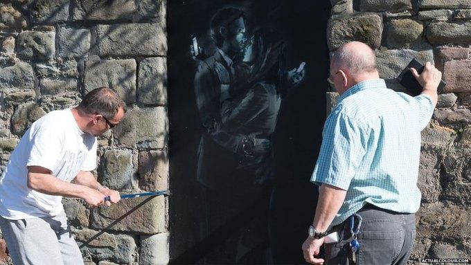 Новое граффити Бэнкси спрятали от глаз публики. Изображение № 2.