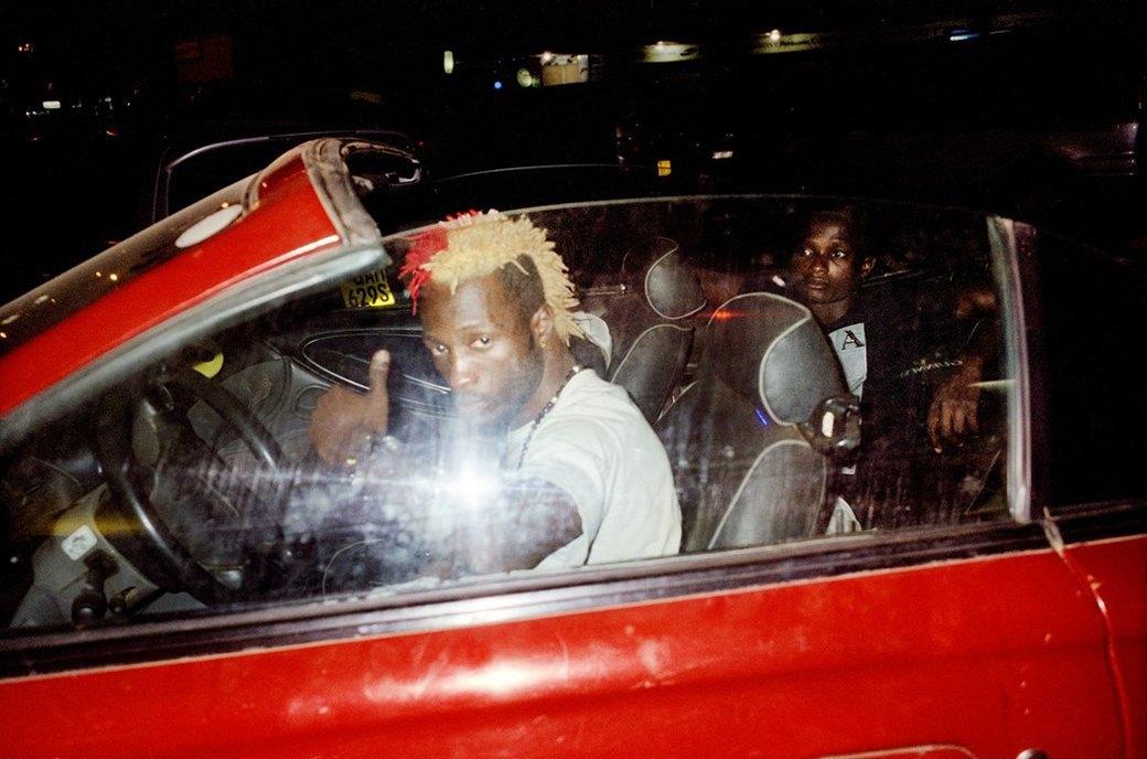 Сутенёры, лучники и золотая молодёжь: Фоторепортаж о ночной жизни в Уганде. Изображение № 6.