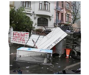 Казаки-разбойники: Что используют для борьбы разные стороны столкновений в Турции. Изображение № 7.
