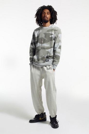 Марка Stussy опубликовала второй лукбук новой коллекции одежды своей линейки Holiday. Изображение № 3.