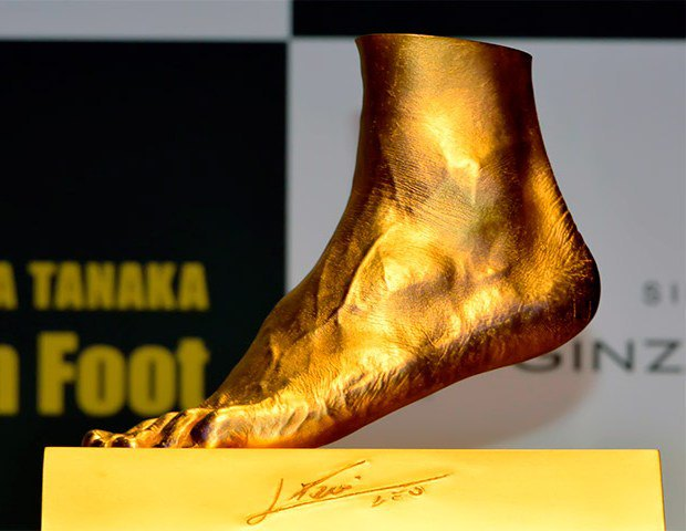 Ювелир изготовил из золота копию левой ноги Лионеля Месси. Изображение № 1.